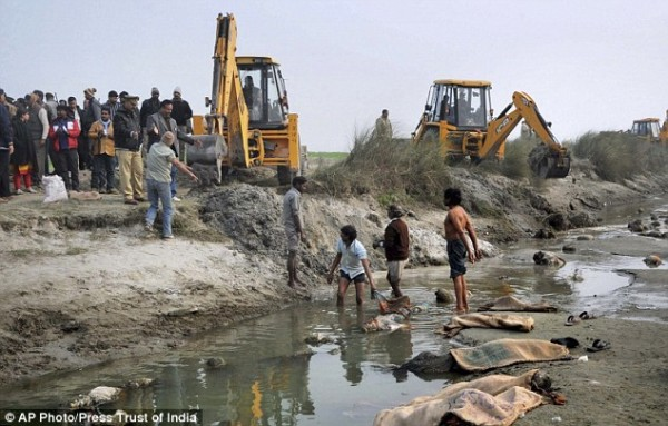 http://www.dailymail.co.uk/news/article-2910274/More-100-bodies-including-women-children-washed-India-s-holy-River-Ganges-families-struggle-pay-cremations.html